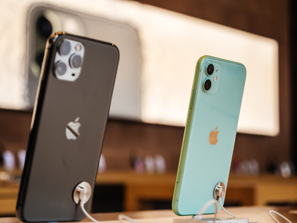 Black iPhone 11 Pro and Mint iPhone 11