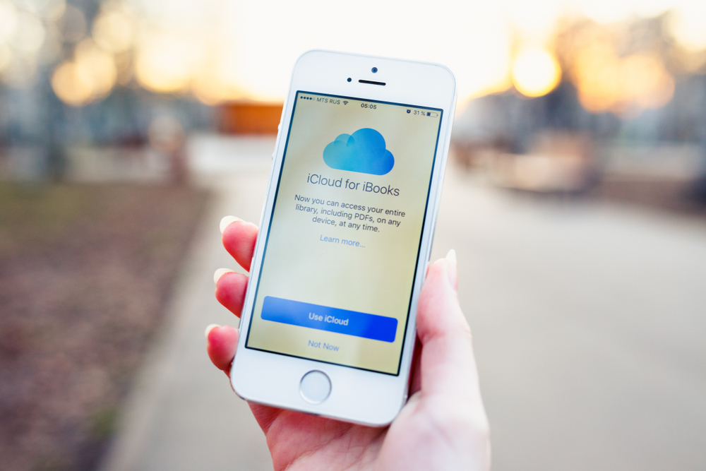 "White iPhone showing iCloud for books logo, with a blue button saying ""use iCloud""."