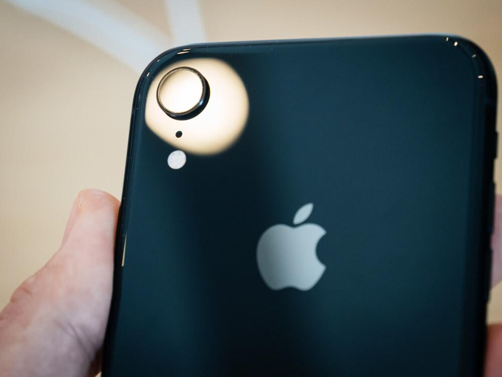 black iPhone rear camera. - iPhone camera shaking