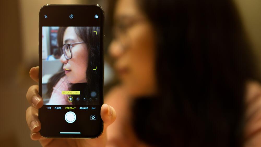 portrait of a girl wearing eyeglasses.