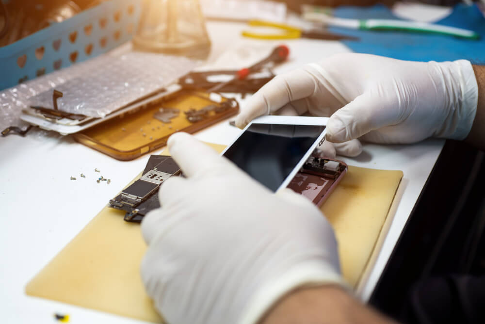 securing back the iPhone and its rear screen.