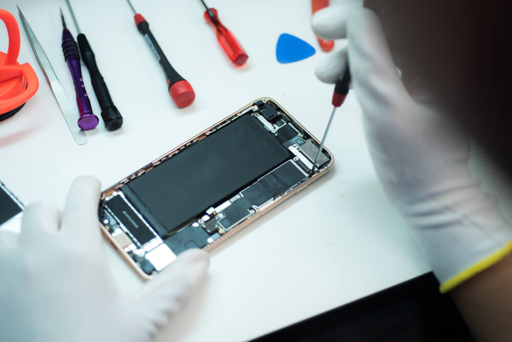 unscrewing the five screws of iPhone
