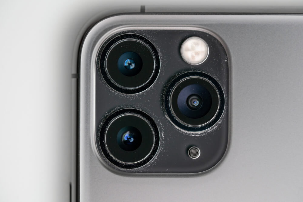 dirty iPhone 11 Pro camera lenses. - fixing blurry iPhone photos