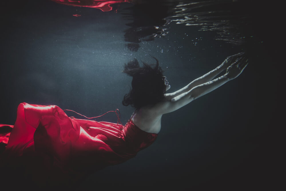 elegant model in red dress posing underwater - underwater photo with iPhone
